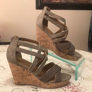New! Maurices Janae Wedge Gladiator Style Shoes 10